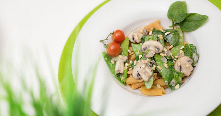 Vegane Pilz-Pasta mit Zedernmus