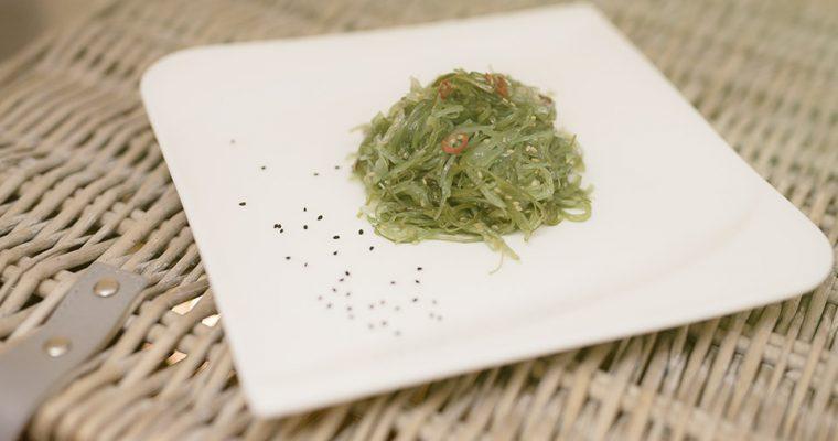Jodbedarf natürlich decken mit Algen, wie Wakame!