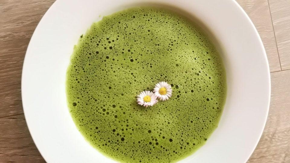 Neun-Kräuter-Suppe vegan, lecker und vitalisierend