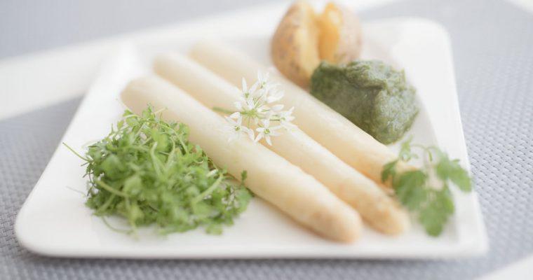 Spargel mit Bärlauchhummus und Kartoffeln