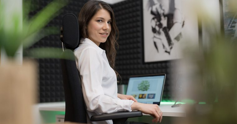 Gesundes Sitzen im Büro mit dem Haider Bioswing Bürostuhl