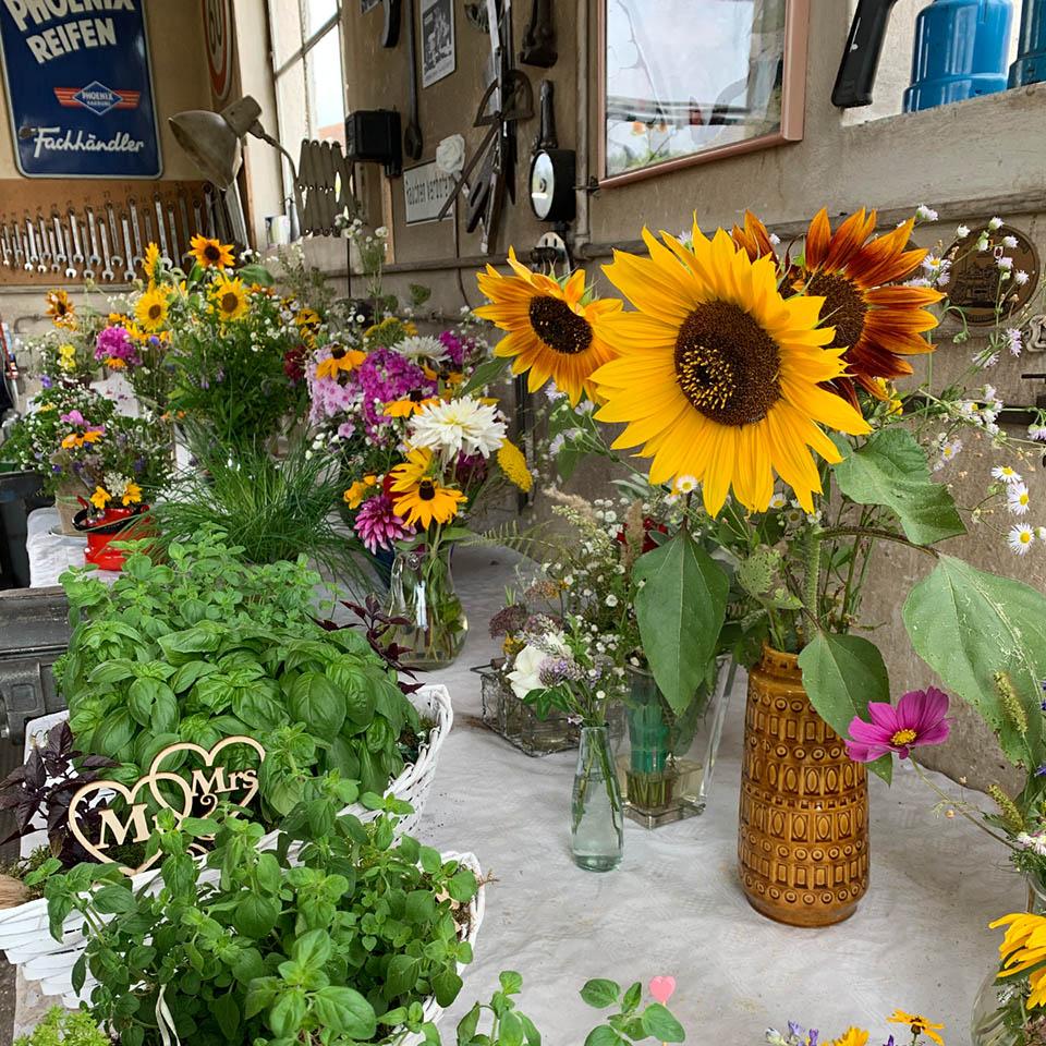 Gartenhochzeit Blumenschmuck