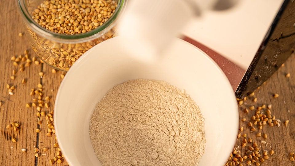 Mehl selbst mahlen mit der Getreidemühle von Hagen Grote
