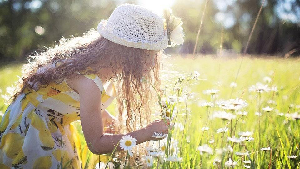 Blumenschmuck mit Kindern basteln