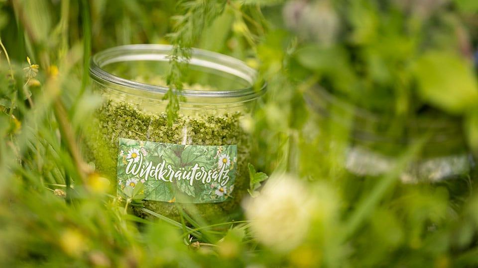 Wildkräutersalz selber machen – Vorrat für den Winter – unser Rezept